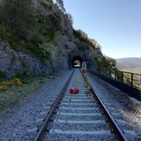 Trabajo de topografía en la línea férrea del Canfranc