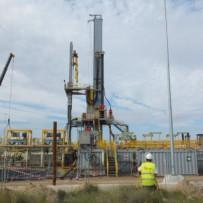 Trabajos de topografía para montaje del Mastil de Izado principal de la perforadora instalada en parcela en Pina de Ebro para Waeatherford  Pipeline Services España S.L. (Zaragoza)